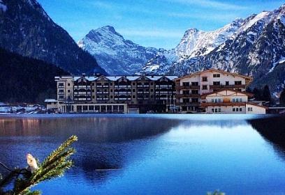 Купить отель в австрии дом у моря греция цена